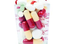Acusan de falsificar recetas a un médico de Granada adicto a las pastillas contra la ansiedad