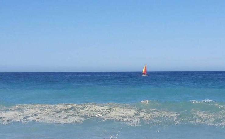 La suciedad sigue en las playas de Salobreña