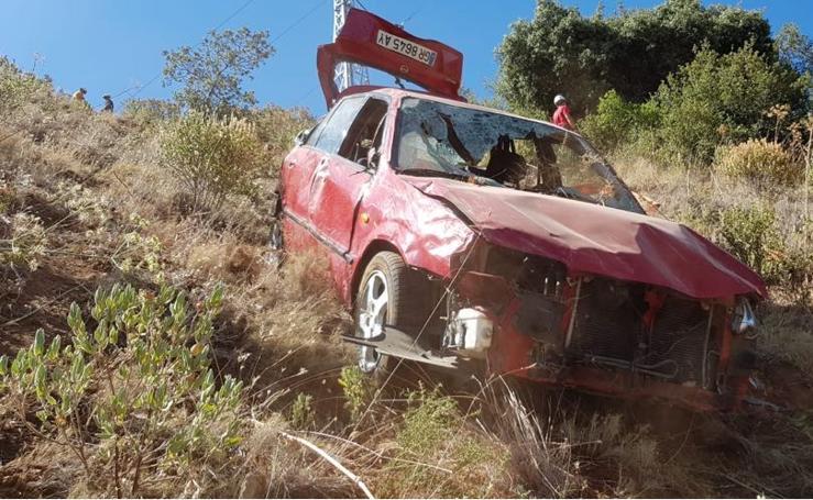 Bomberos de Granada consiguen recuperar el vehículo del Llano de la Perdiz
