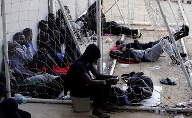Más de mil inmigrantes siguen en pabellones deportivos del Campo de Gibraltar