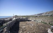 La Junta de Andalucía planea limpiar los restos de plásticos agrícolas de zonas de invernaderos