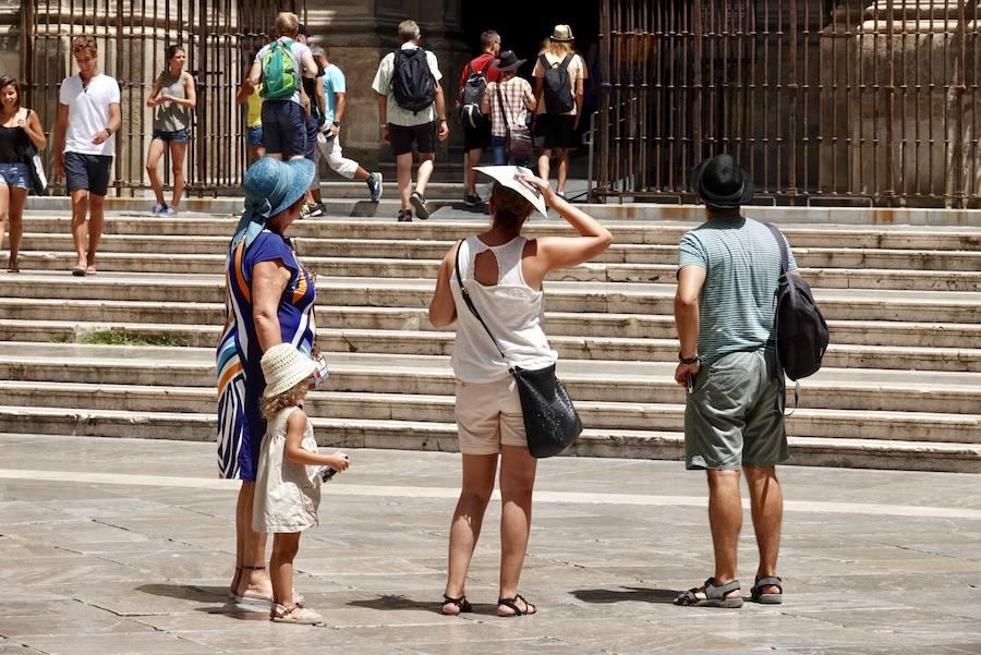 Así soporta Granada la asfixiante ola de calor