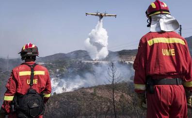 El incendio de Nerva evoluciona «de forma favorable» aunque se mantienen todos los medios previstos