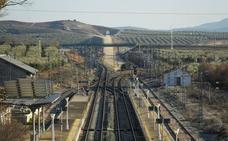 Obras en la vía del tren obligarán a hacer un trasbordo más largo en los viajes Granada-Sevilla en agosto