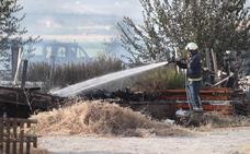 Un incendio calcina un almacén de materiales en Santa Fe
