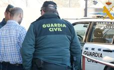 Detenido un joven en Campohermoso por robar el móvil de forma violenta a una menor y resistirse a su arresto