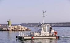 Arranca el barco depuradora que limpiará la playa de Salobreña