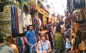 La cruzada por los carteles en el Albaicín