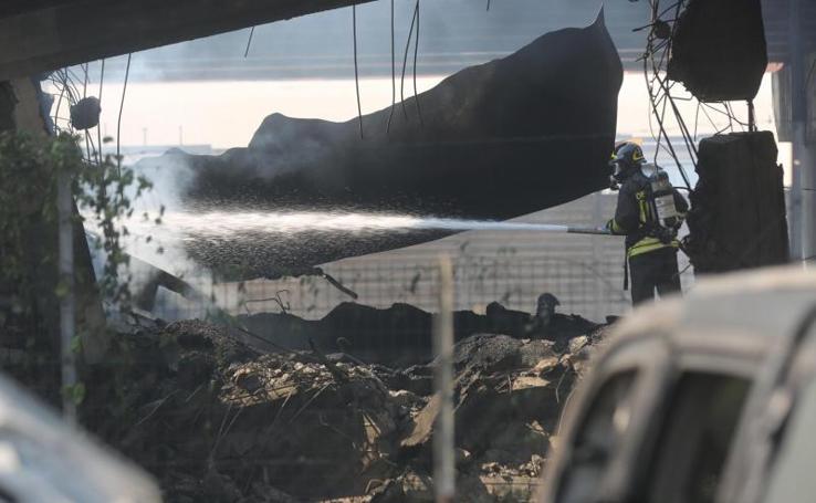 La explosión del camión cisterna en Bolonia (Italia), en imágenes