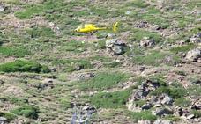 La instalación del telesilla Jara se hace con la ayuda de un helicóptero