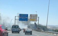 Investigan a un hombre de 70 años por el incendio junto a la autovía en Alhendín