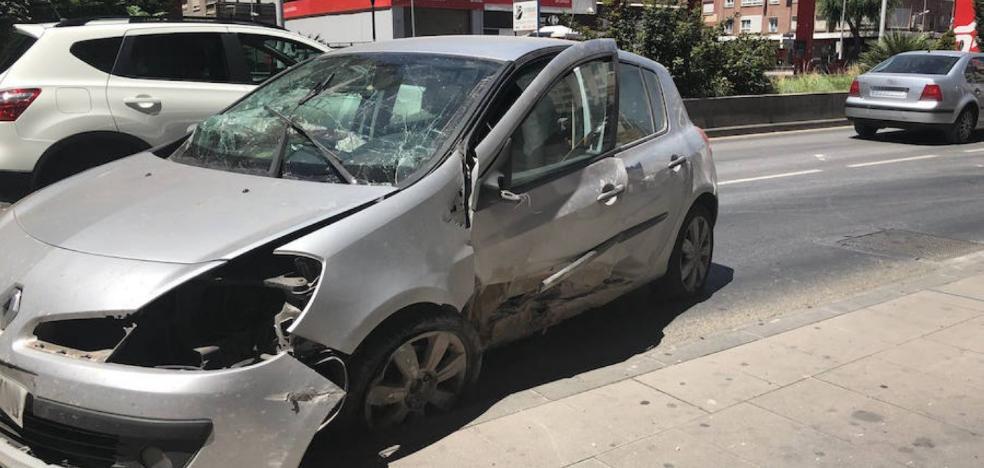 El hombre que estrelló un coche en el Camino de Ronda y se dio a la fuga reconoce los hechos