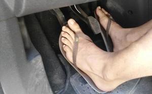 La Policía de Granada desvela la verdad sobre conducir en chanclas, en tacones o descalzo