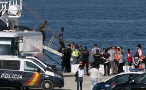 El 'Open Arms' llega al puerto de Algeciras con 87 inmigrantes, 12 de ellos menores