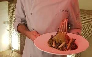 Cordero encamisado en hierbas mediterráneas sobre salsa romanescu, la propuesta del restaurante Firmvn