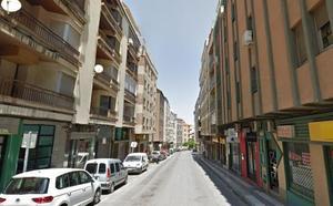 La Policía Local rescata a un cachorro de perro abandonado en un contenedor de ropa usada en Jaén