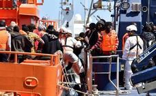 Un fallecido y un desaparecido en una nueva patera que eleva a 269 los rescatados en siete embarcaciones