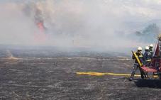 Bomberos de Granada sofocan un incendio de 15 hectáreas de matorral junto al polígono Tecnológico de Ogíjares