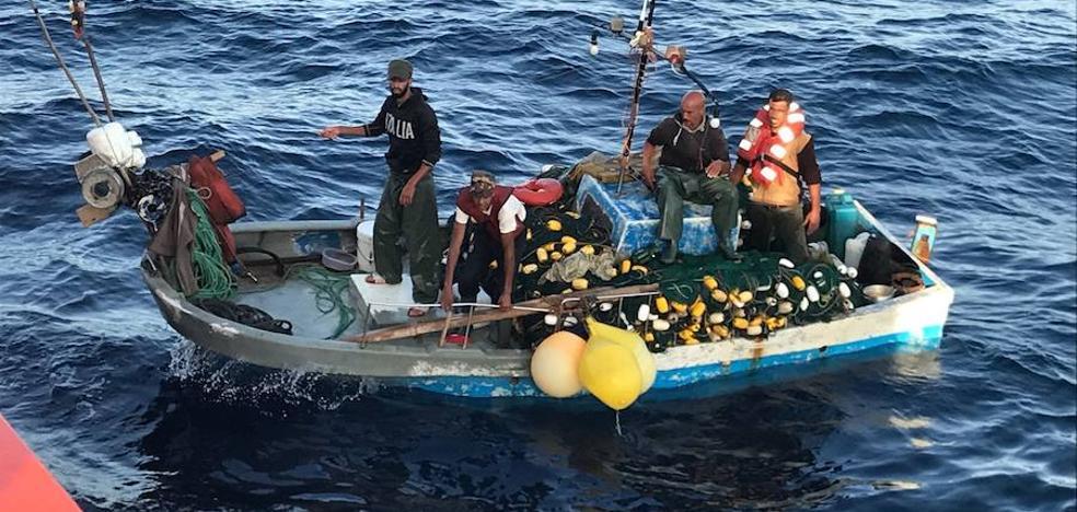 Rescatado un barco pesquero marroquí que llevaba a la deriva varios días