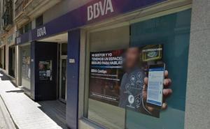 Dos individuos con armas de fuego atracan una sucursal bancaria en Las Gabias