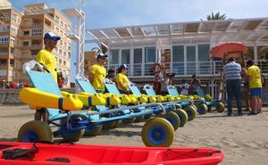 Socorristas de Almería atienden en junio y julio a 1.334 bañistas por medusas, púas de erizo y peces araña