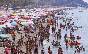 El agua del Mediterráneo, más caliente que nunca: entre 3 y 4 grados más de lo habitual