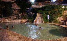 El agua de Alicún de las Torres baña la noche