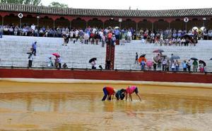 Una fuerte tormenta obliga a aplazar la corrida de toros de la feria de Baeza