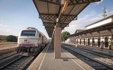 Renfe formará a doce maquinistas para el tren a Madrid por Moreda, que se prevé para finales de octubre