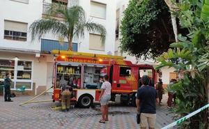 30 desalojados por el incendio de una vivienda en Salobreña