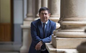 Reyes valora la actitud «totalmente receptiva» del nuevo Gobierno y confía en «desatrancar» proyectos