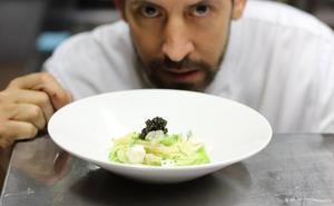 Ismael Delgado presenta la ensalada de 'La Fábula' de pasta con tofu, soja y caviar