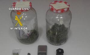 Detenidos dos jóvenes en Villanueva de la Reina por venta de droga al menudeo