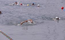El malagueño Pablo Cordero y la granadina Andrea Quesada reinan en la LXXIX travesía a nado del Puerto de Motril