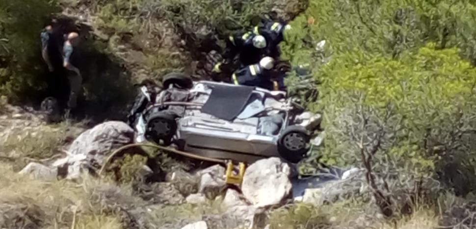 Rescatado al caer con su coche por una ladera de 25 metros en el Valle de Lecrín
