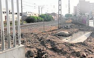 El derribo del muro en Carretera de Sierra Alhamilla es inminente