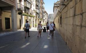 El crecimiento turístico se modera y la previsión se revisa a la baja