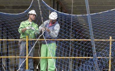 Electricistas, albañiles y carpinteros, los puestos más difíciles de cubrir en España