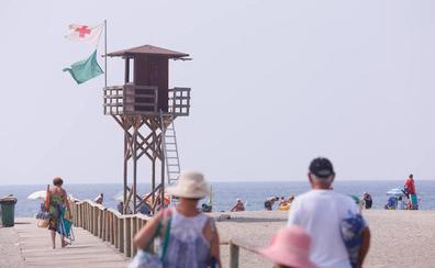 La aparición de medusas hace cambiar la bandera verde por la amarilla en algunas playas de la Costa