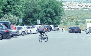 Un joven resulta herido en Granada tras recibir un disparo de un motorista que se dio a la fuga