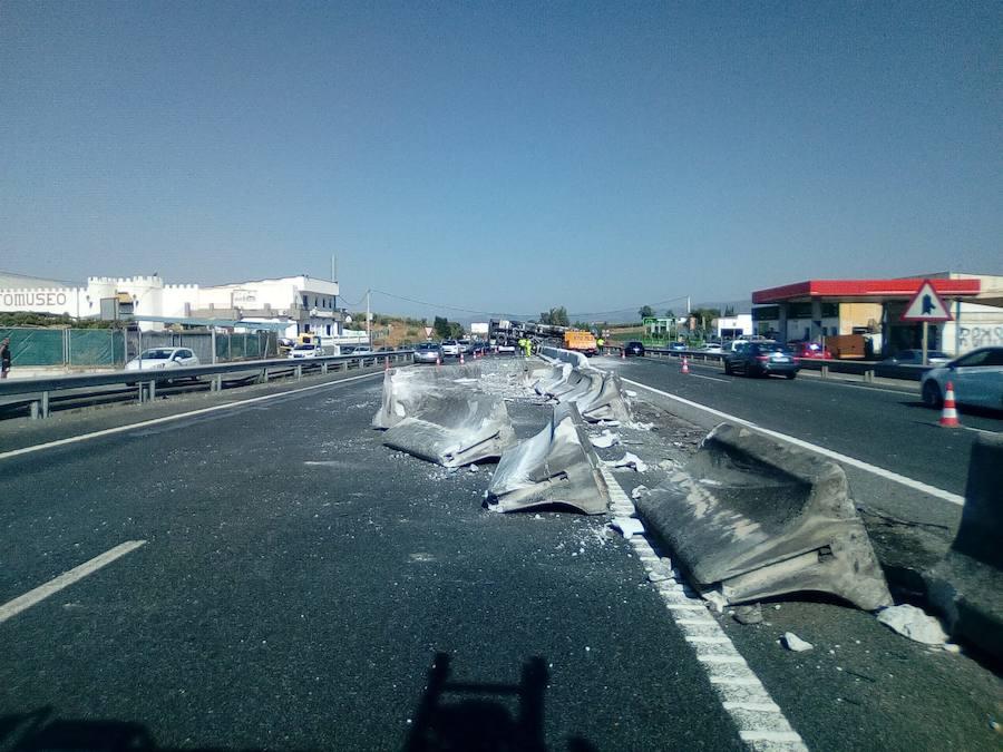 Aparatoso accidente de un camión en la A-92
