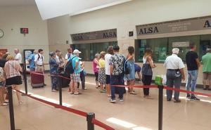 Facua reclama soluciones para las colas en la estación de autobuses de Granada