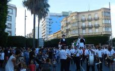 Los gigantes y cabezudos abren con su desfilar la Feria