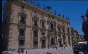 La Audiencia de Granada ratifica la condena a medio año de cárcel por acoso a una mujer a través de Facebook