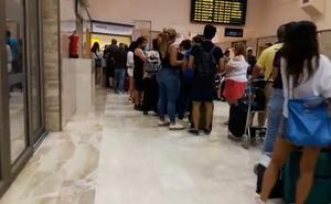 Vueling deja en tierra a 400 pasajeros de sus conexiones entre Granada y Barcelona