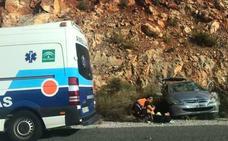Un herido tras la colisión de dos coches en Vélez de Benaudalla