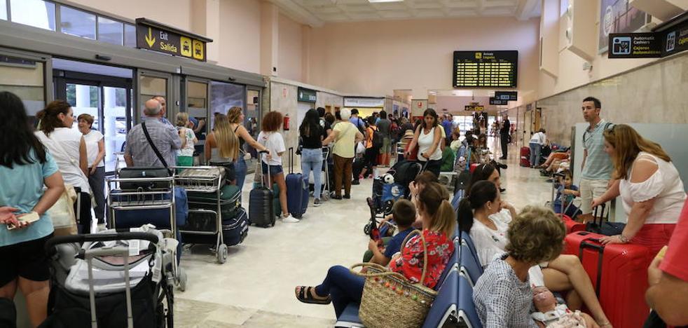 «Imagínate nuestra indignación»: Vueling deja en tierra a cientos de viajeros en Granada tras cancelar cuatro vuelos