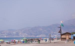El oleaje y la presencia de medusas hacen cambiar la bandera verde por la amarilla en algunas playas del litoral