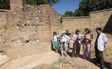 La Alhambra concluye la restauración del muro de tapia de la Huerta Grande del Generalife