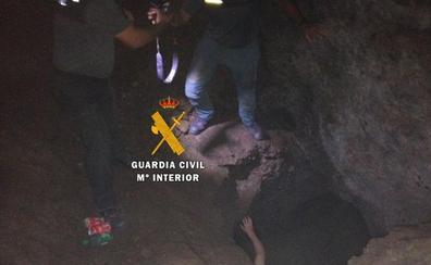El complicado rescate en una cueva de un chico de 23 años que llevaba dos días desaparecido en Mijas